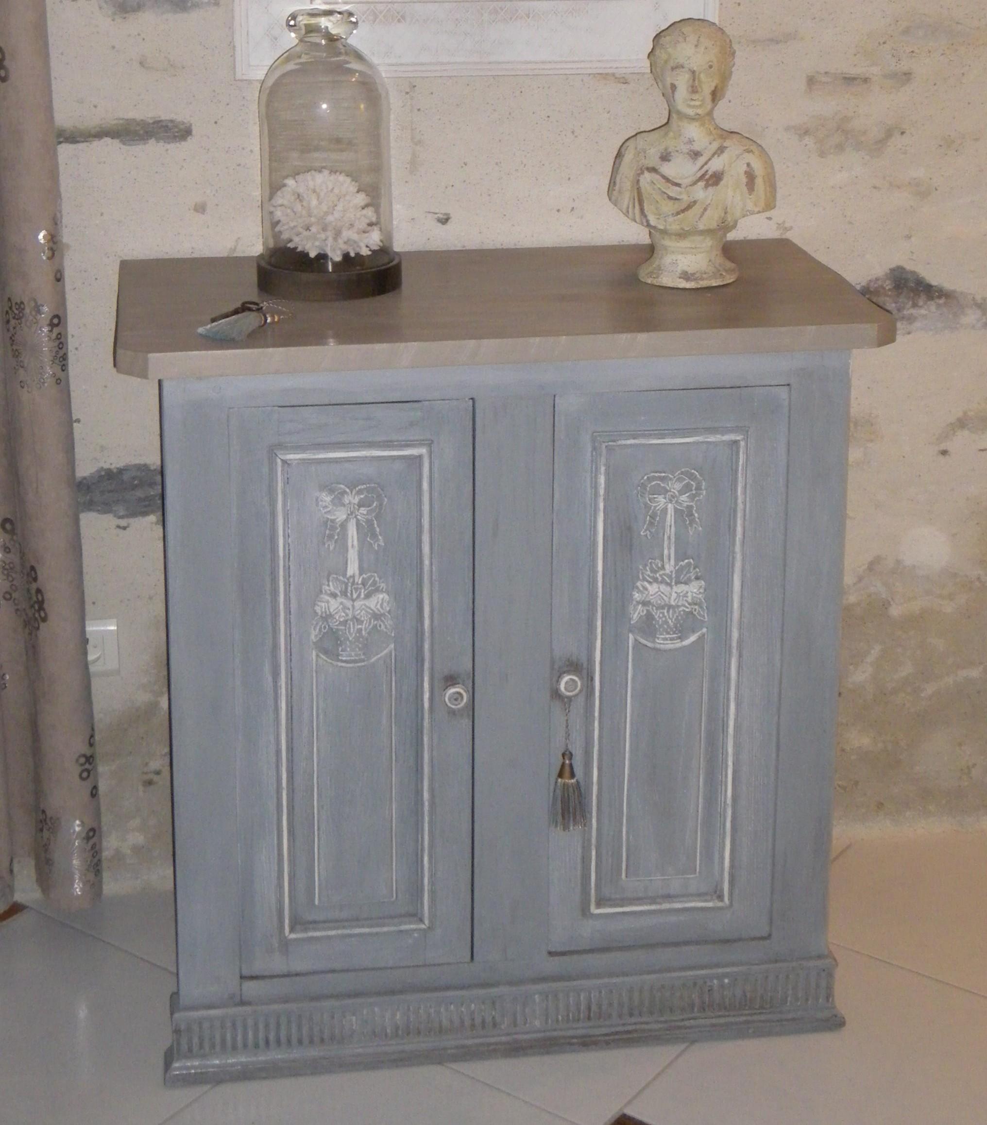 Petit meuble portes anciennes anjoudeco for Petit meuble une porte
