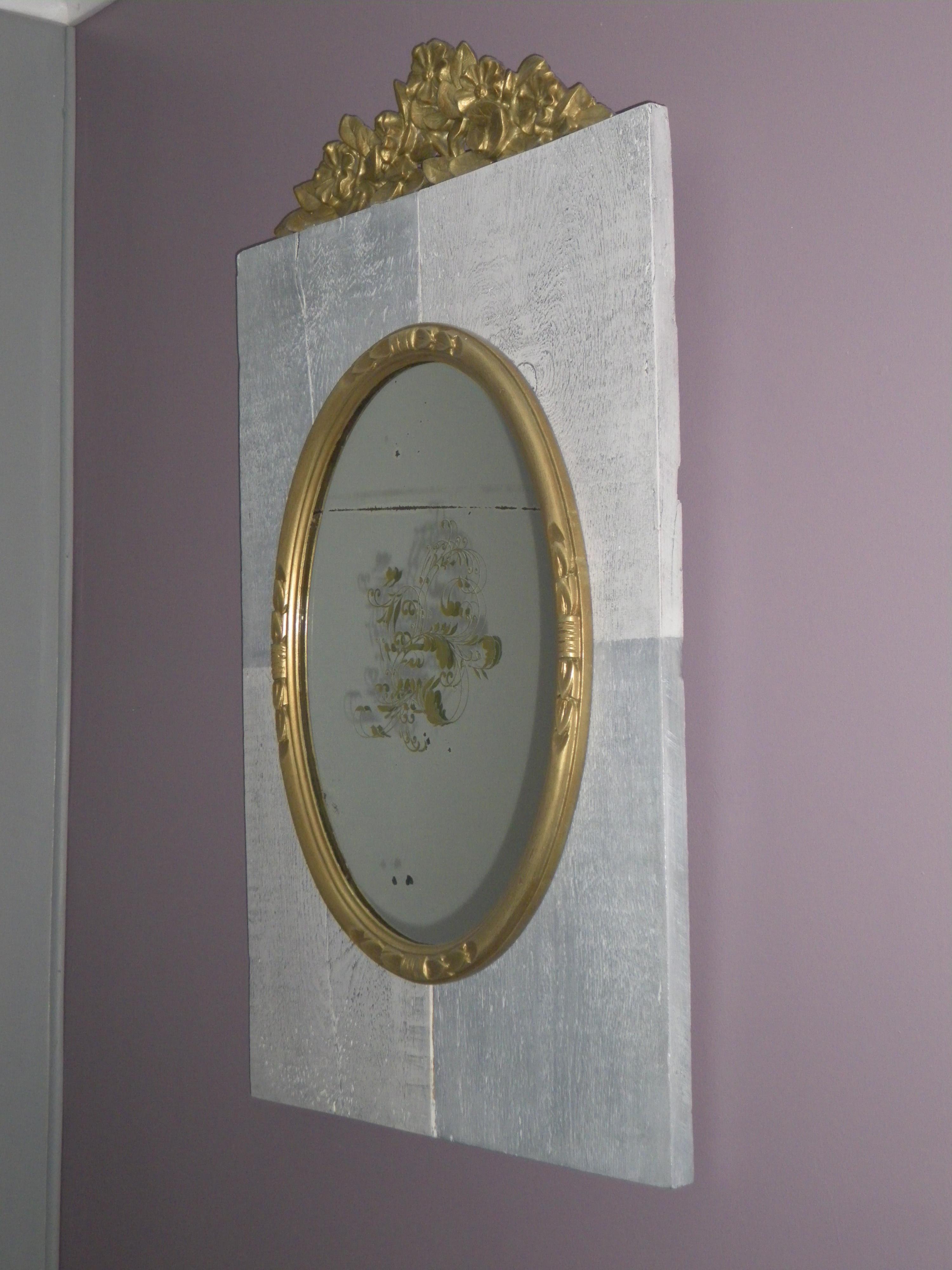 miroir ancien ovale dor sur support bois patin avec fronton anjoudeco. Black Bedroom Furniture Sets. Home Design Ideas