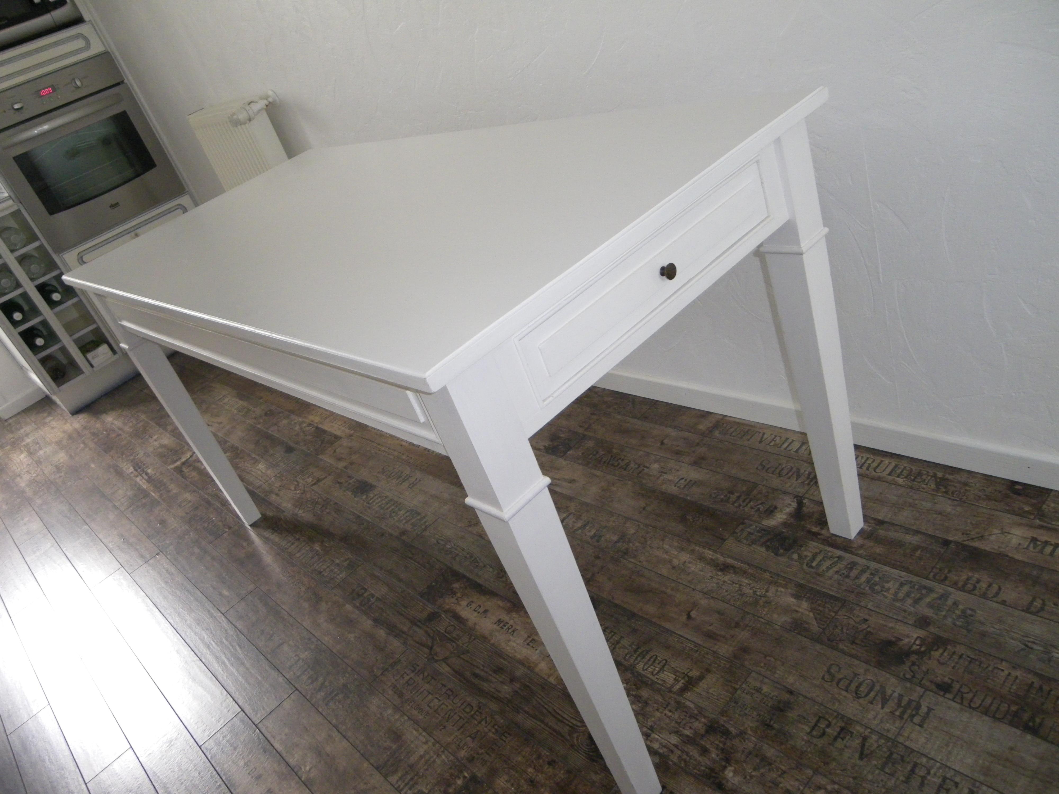 Table de cuisine salle manger peinte blanche anjoudeco for Petite table cuisine