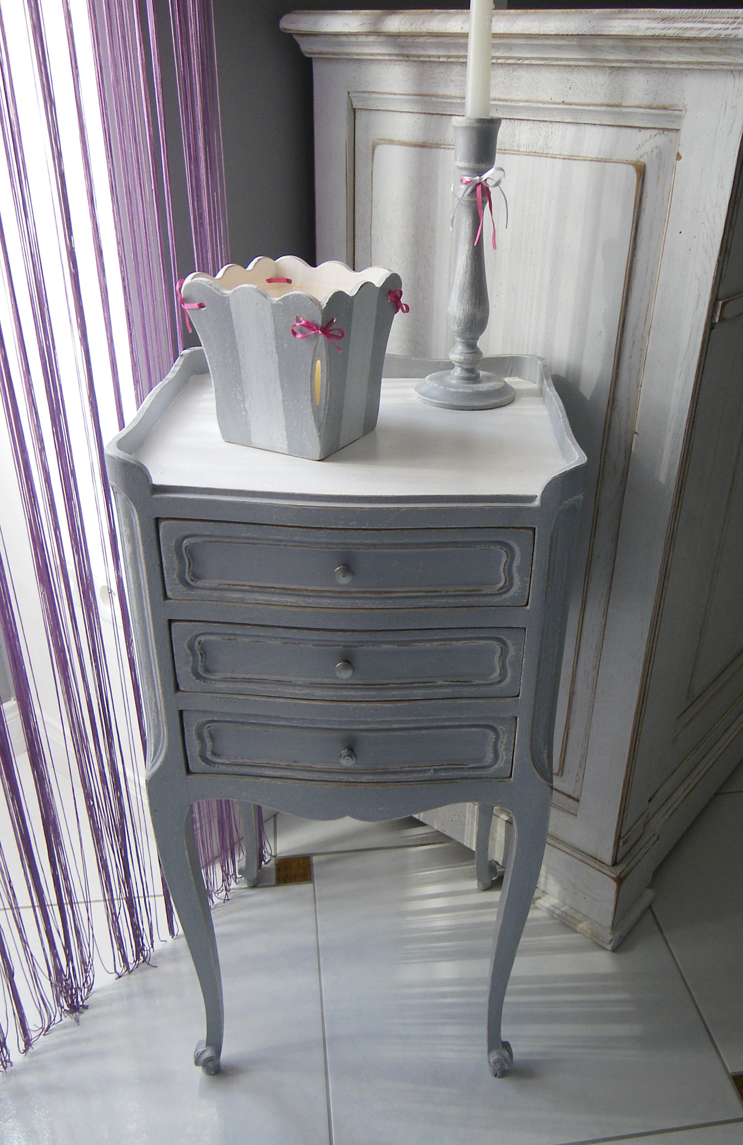 chevet en ch ne ancien 3 tiroirs patin gris blanc anjoudeco. Black Bedroom Furniture Sets. Home Design Ideas