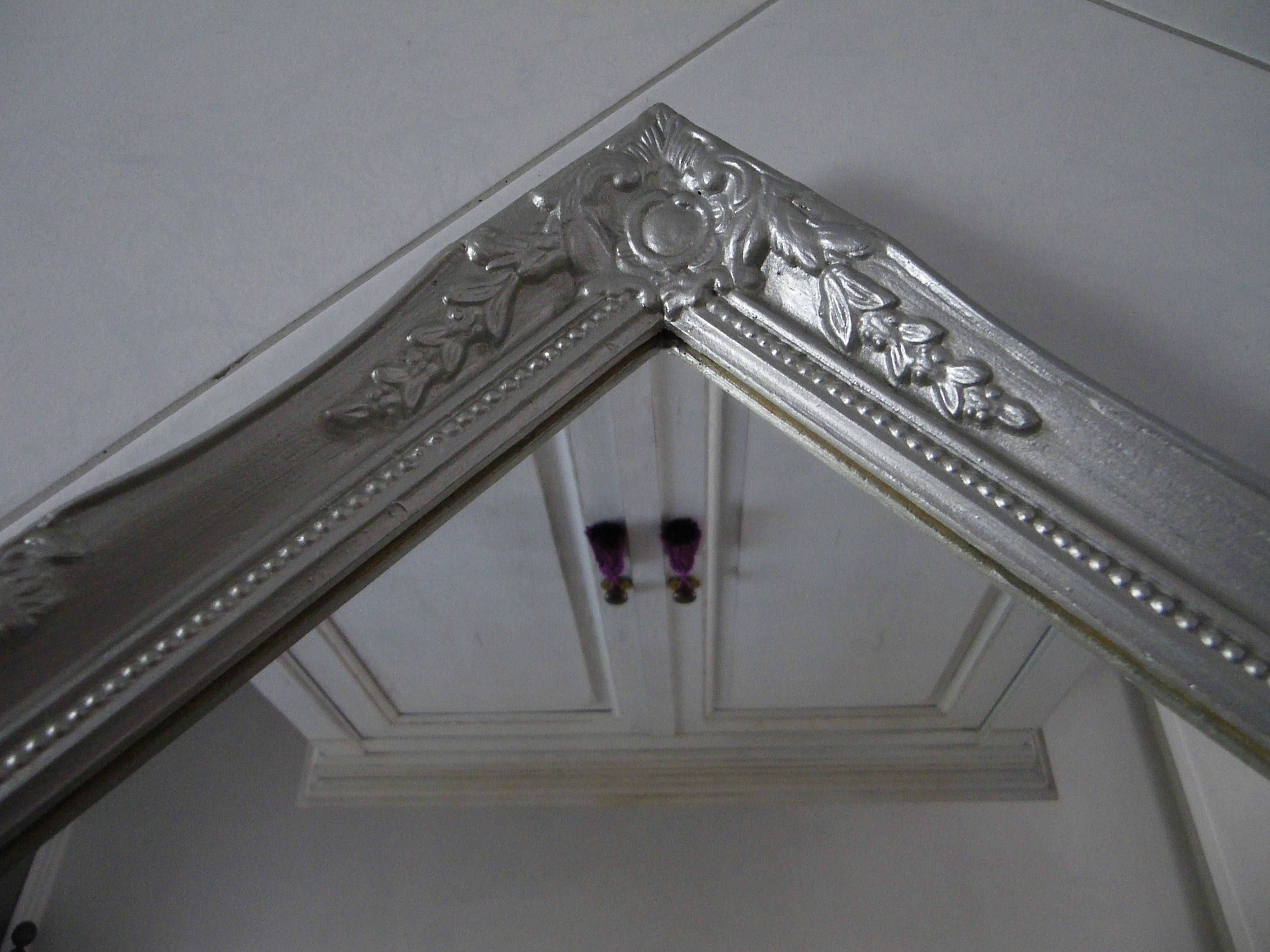 Miroir baroque argent for Miroir gris argent
