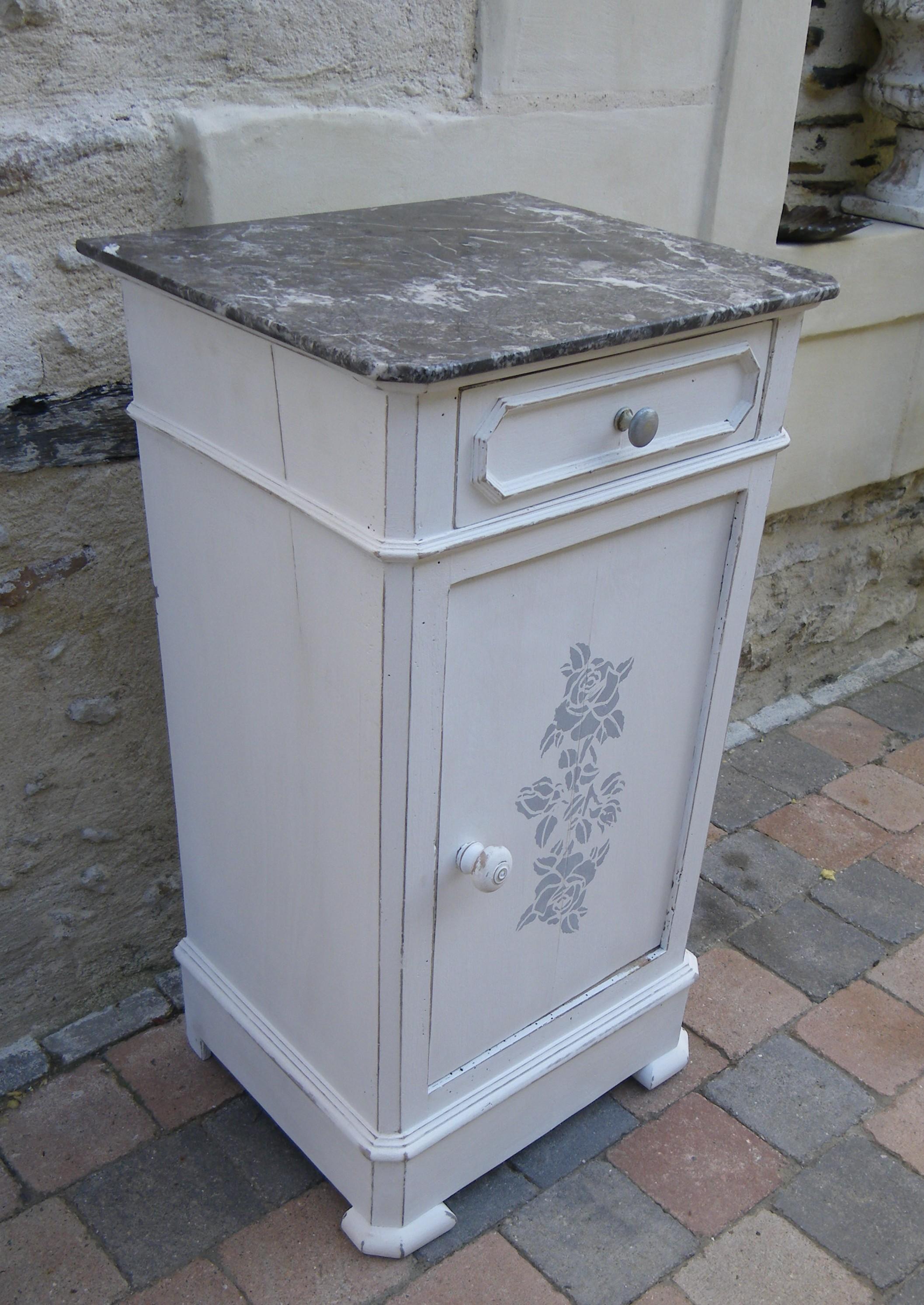 Chevet meuble d appoint patine blanche et marbre gris anjoudeco for Patiner meuble ancien