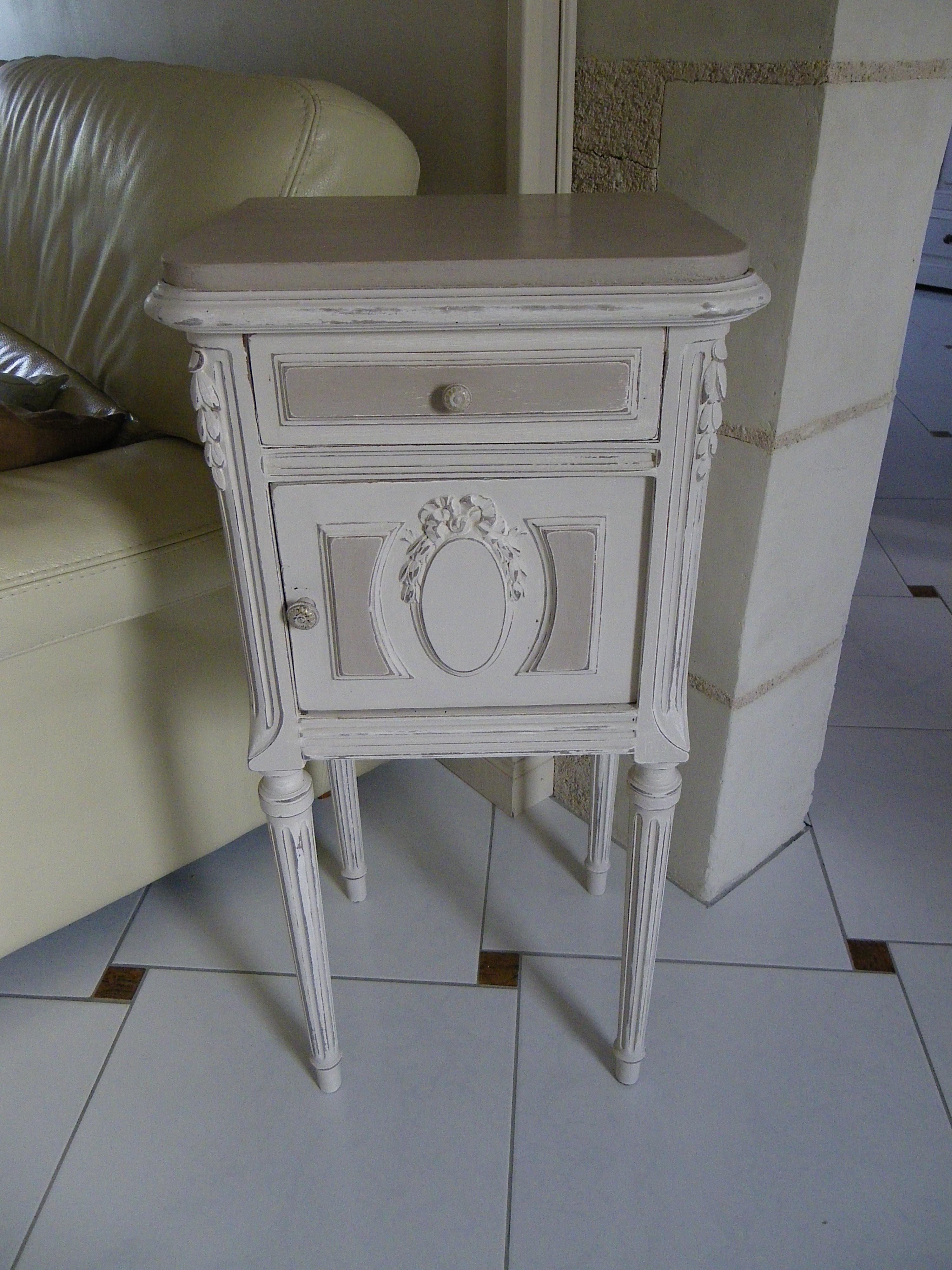 Chevet ancien avec noeud patin lin et flanelle plateau for Patine sur meuble ancien