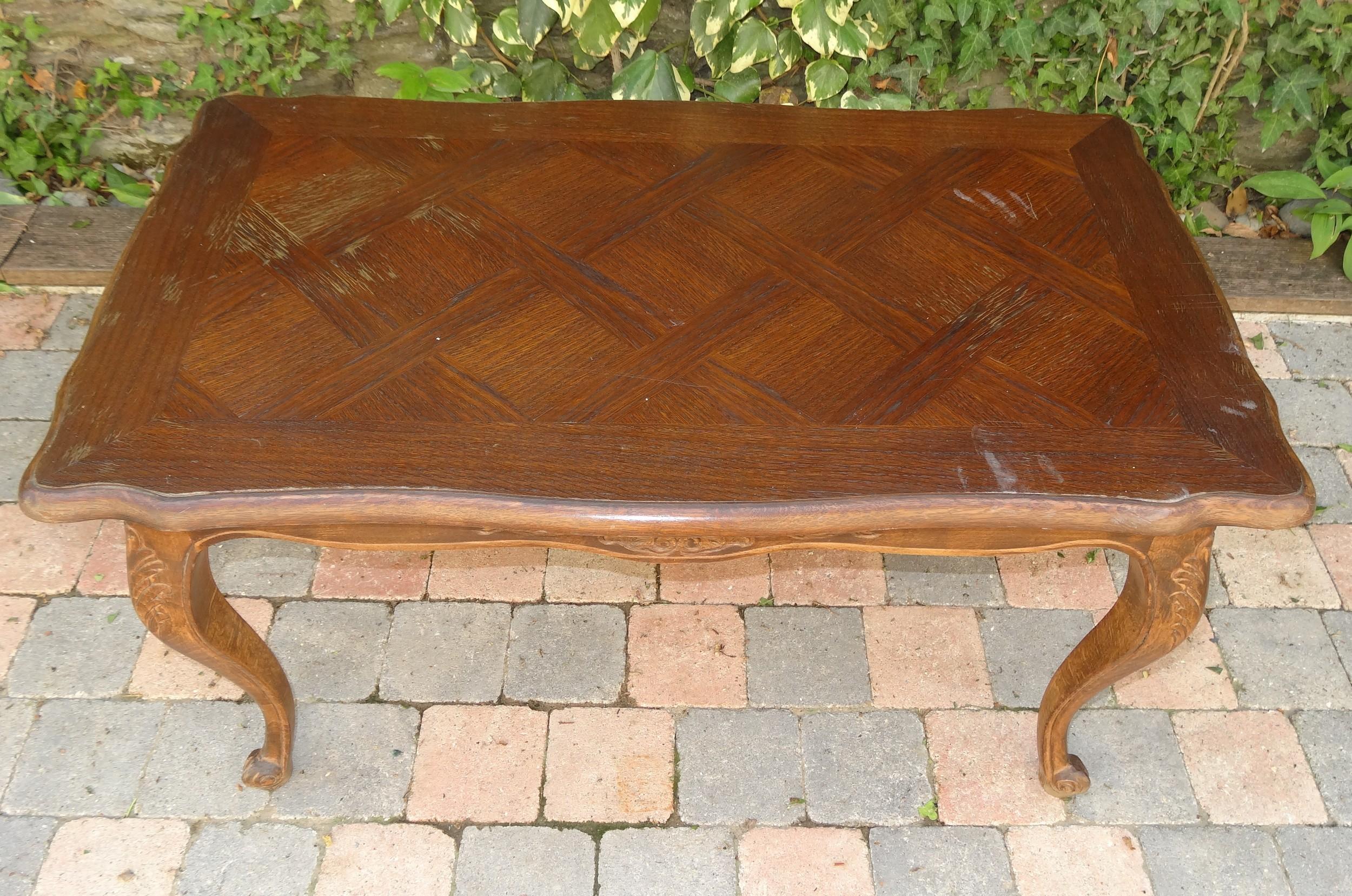 Table basse ancienne en ch ne plateau cir bois pi tement for Table basse en bois gris