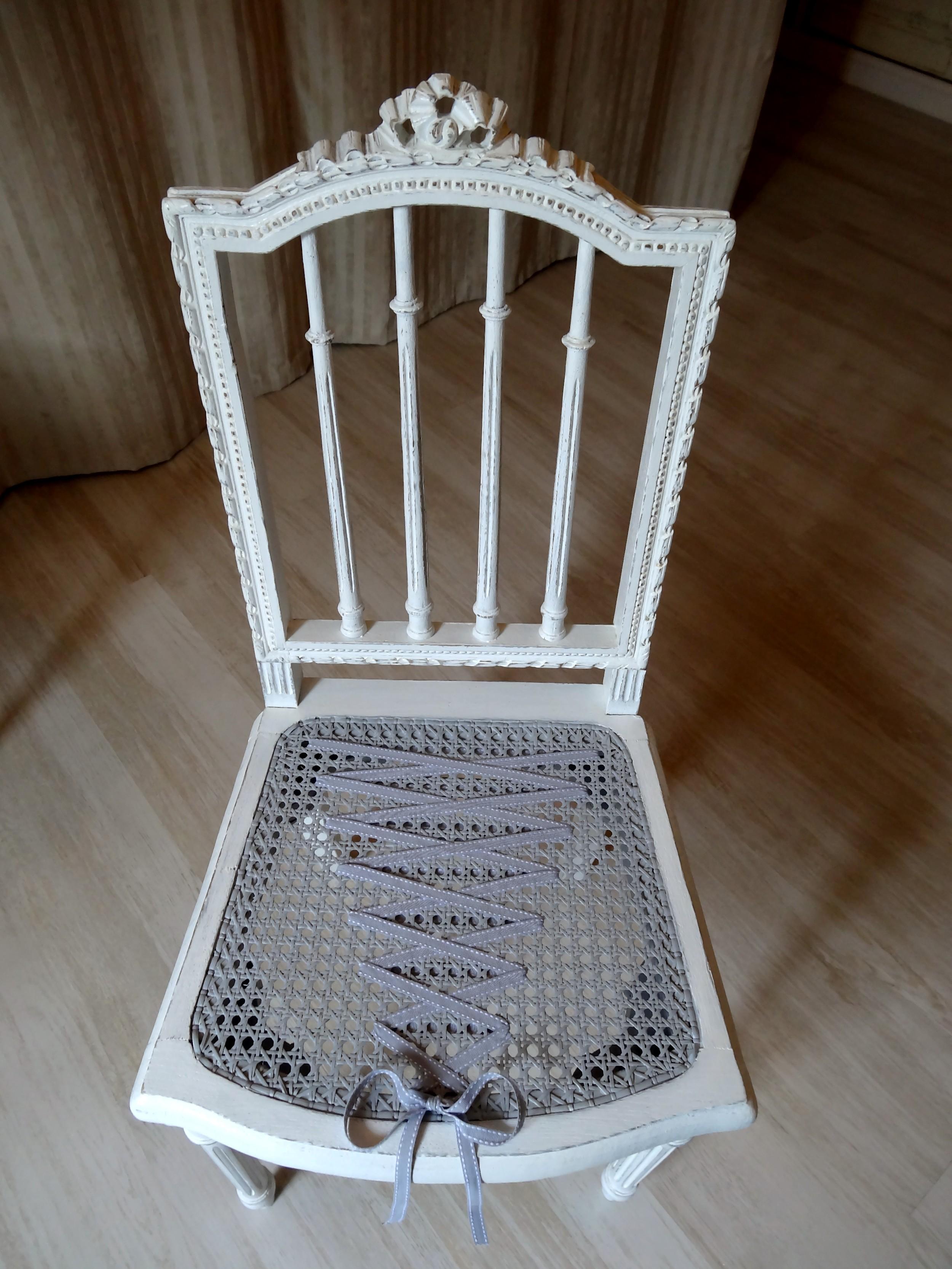 Chaise ancienne effet shabby chic et charme avant apr s anjoudeco - Chaise ancienne avec accoudoir ...