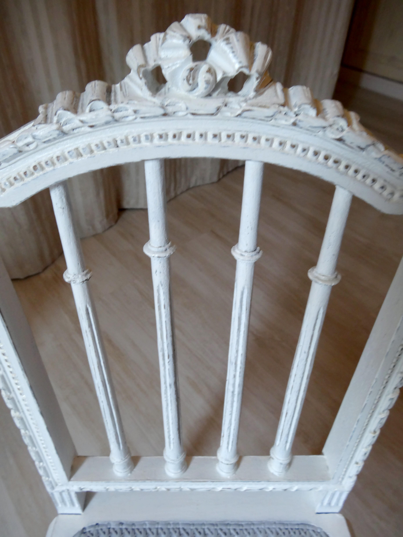 chaise ancienne effet shabby chic et charme avant apr s anjoudeco. Black Bedroom Furniture Sets. Home Design Ideas