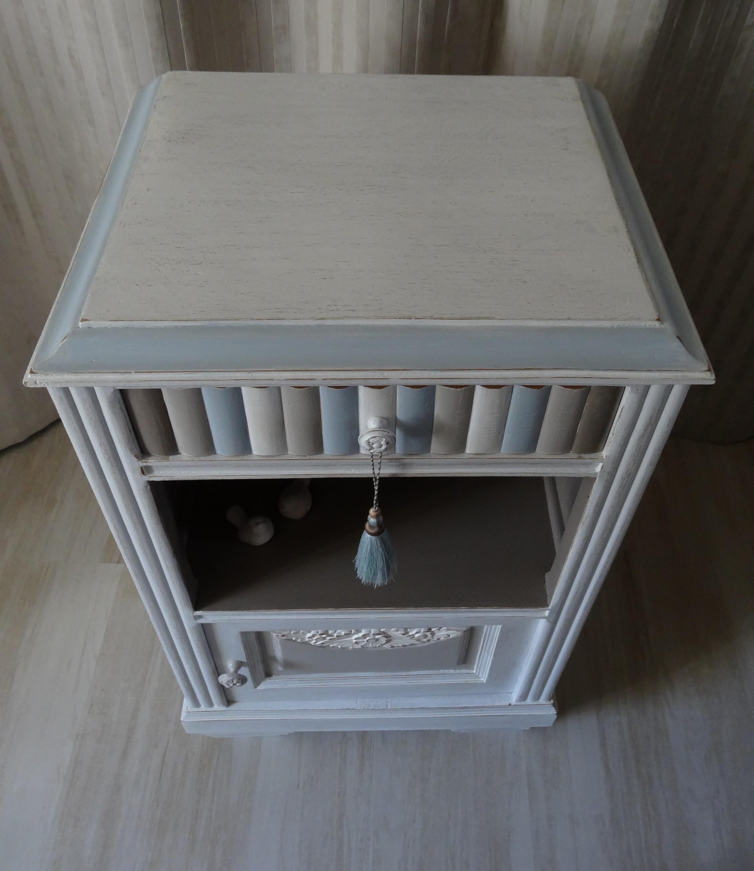 Extrêmement Chevet ancien ou meuble d'appoint effet shabby blanc / lin / taupe  BY47