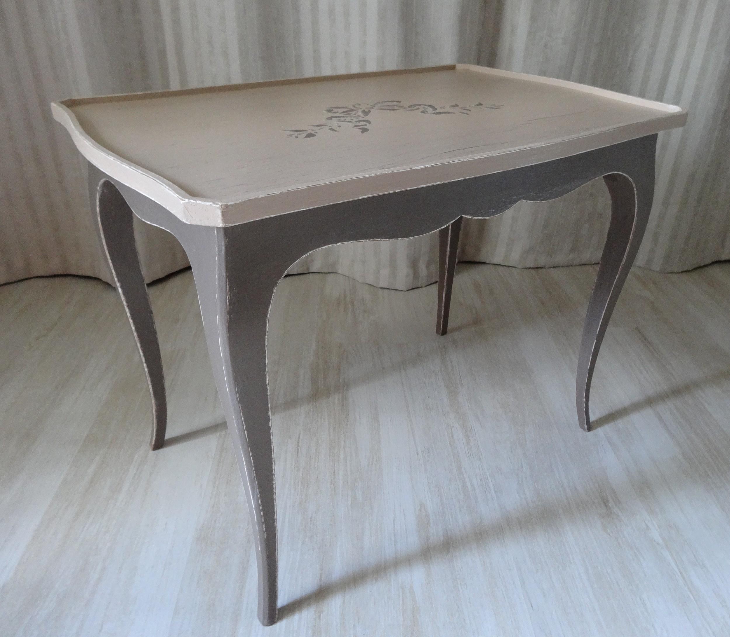 petite table basse effet shabby dans les tonalit s champignons et cacao anjoudeco. Black Bedroom Furniture Sets. Home Design Ideas