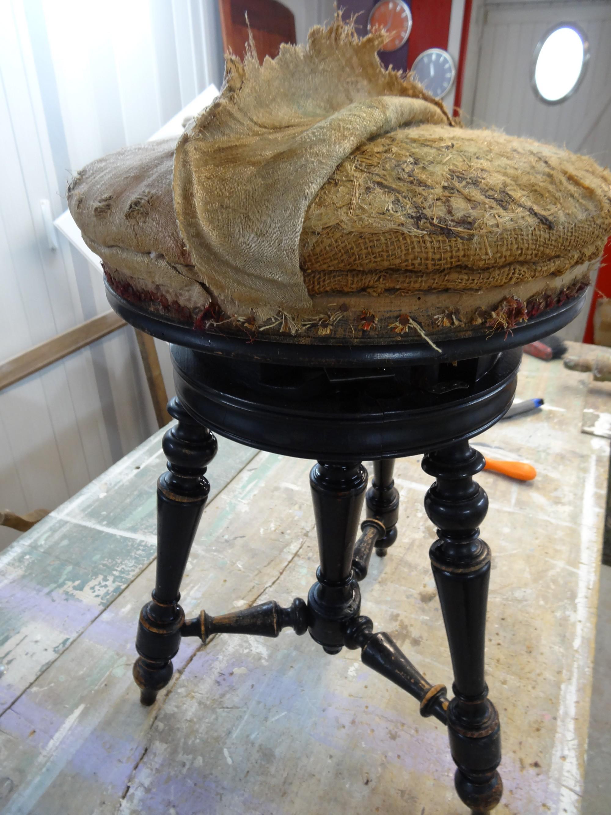 tabouret de piano avant apr s anjoudeco. Black Bedroom Furniture Sets. Home Design Ideas