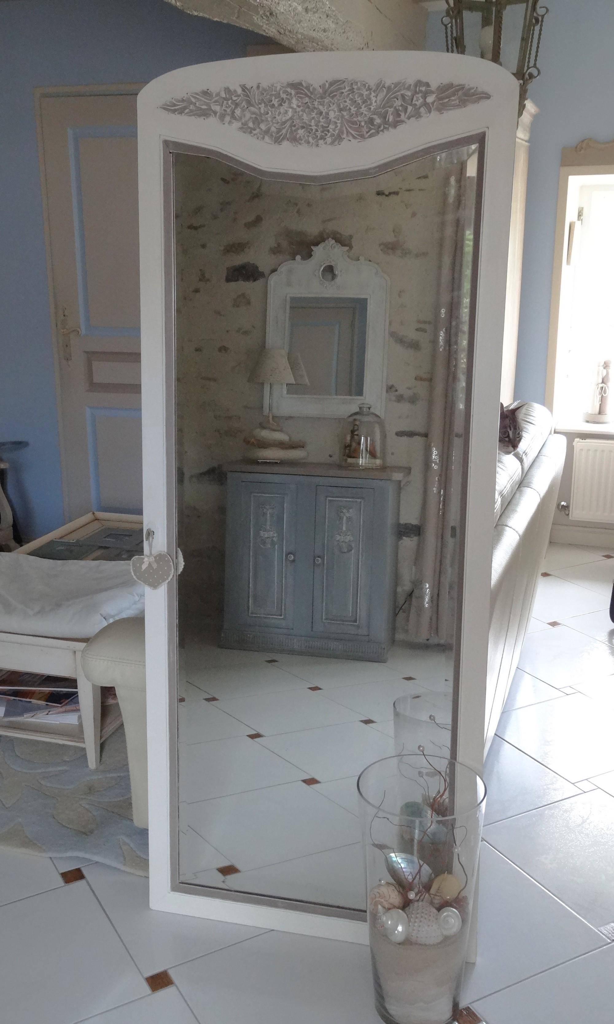 Grand miroir d une ancienne porte d armoire patin lin et for Miroir de porte
