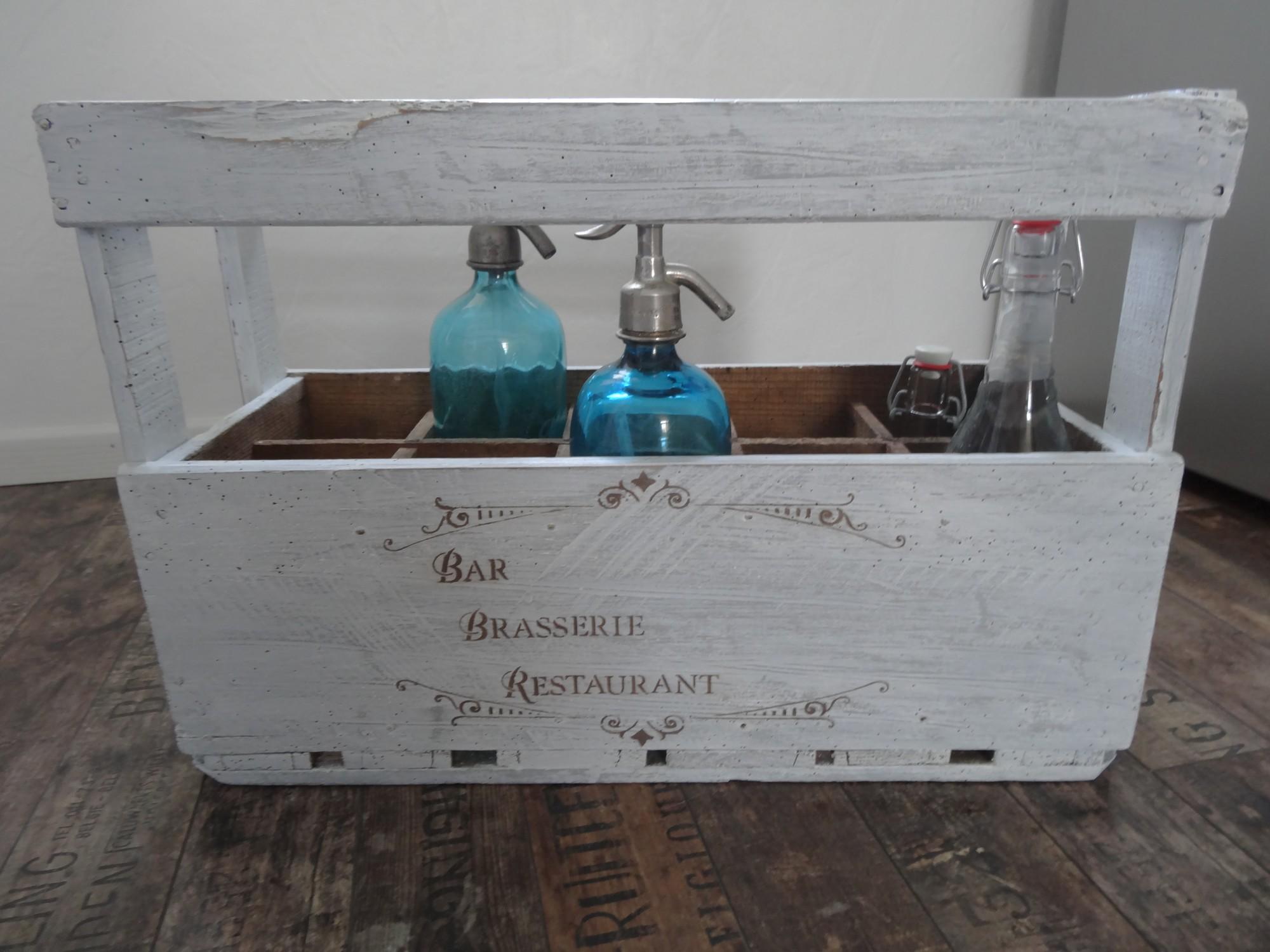 ancien casier bouteilles en bois relook pour une d coration tendance anjoudeco. Black Bedroom Furniture Sets. Home Design Ideas