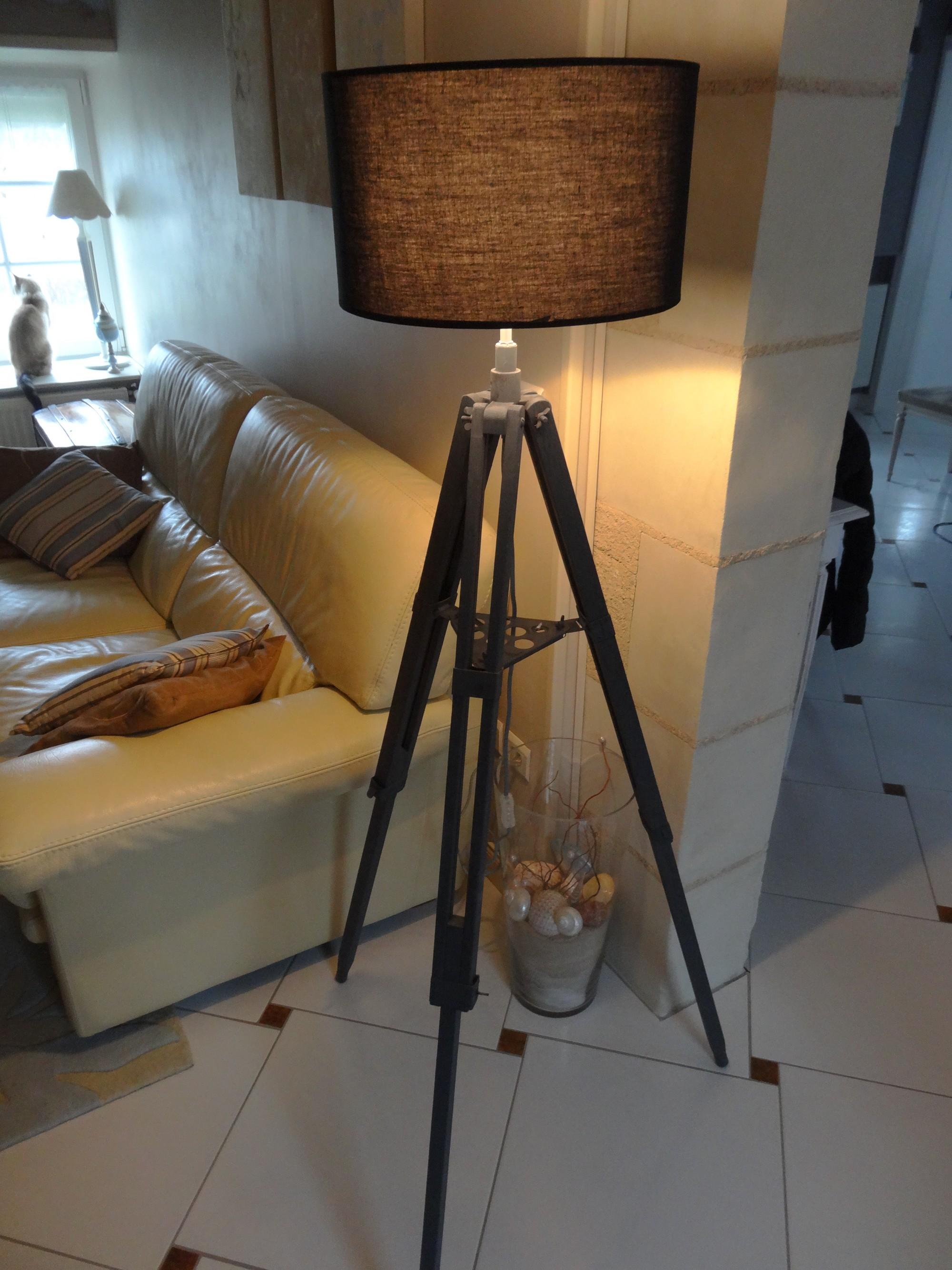 Lampe r alis e partir d un tr pied de photographe anjoudeco - Lampe de photographe ...