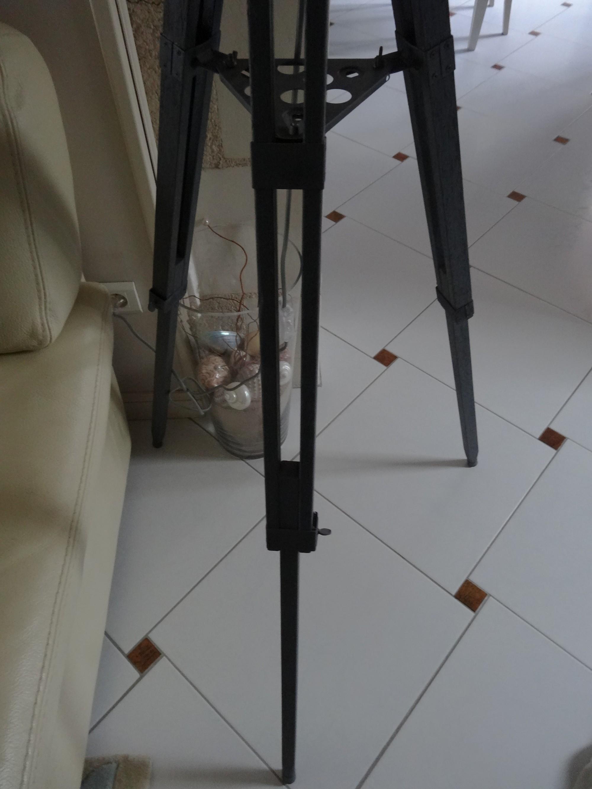lampe r alis e partir d un tr pied de photographe anjoudeco. Black Bedroom Furniture Sets. Home Design Ideas